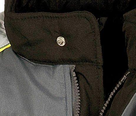 detalle cuello chaleco uso laboral